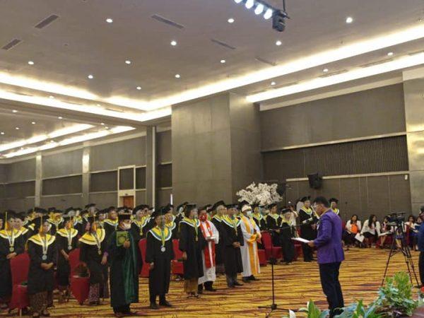 Sumpah Profesi yang dilakukan oleh Sekjend IAKMI Sulteng (Mewakili Ketua IAKMI Sulteng